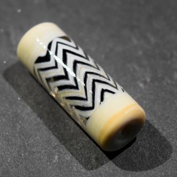Coeur Noir perle de verre beige lignes brisées chevrons décor moderne